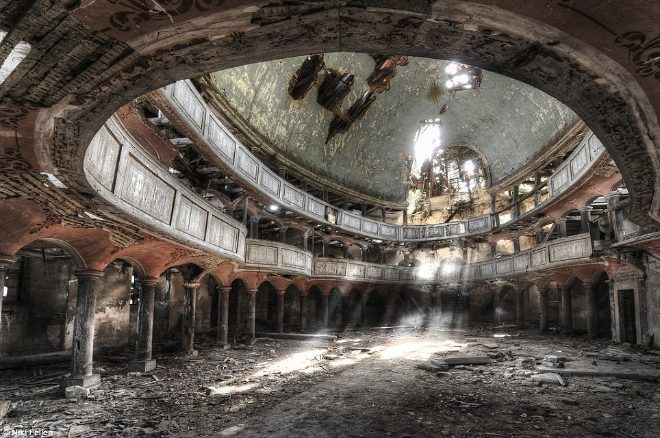 Urban exploration photography niki feijen abandoned building for Building photography